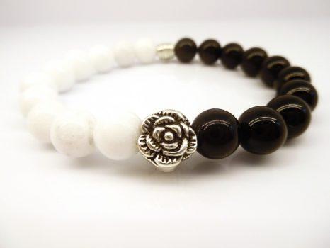 Védő, harmonizáló, kiegyensúlyozó női ásványkarkötő rózsa köztessel. LSNK0042_2